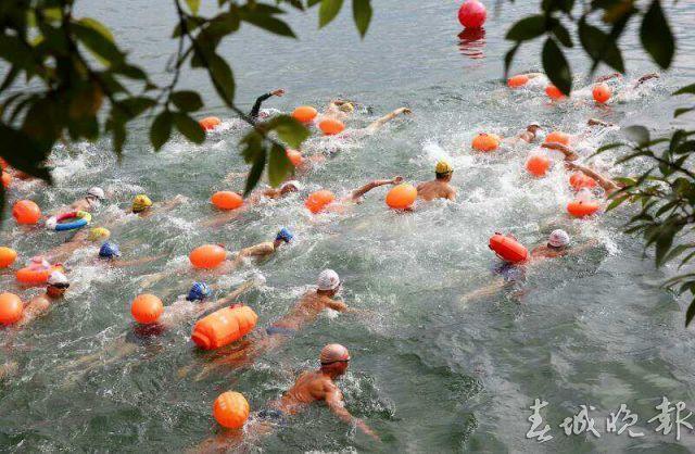 抚仙湖游泳